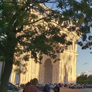 arc de triomphe empaquete Christo visio conférence